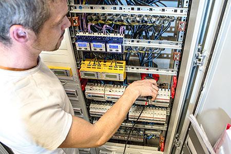Medición de aislamiento: en comprobaciones periódicas de las instalaciones eléctricas